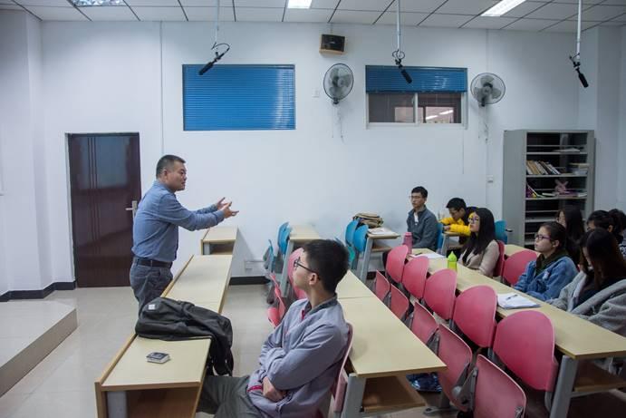 学院大讲堂,人生新领航—韩社教教授解读动车组中的电学知识