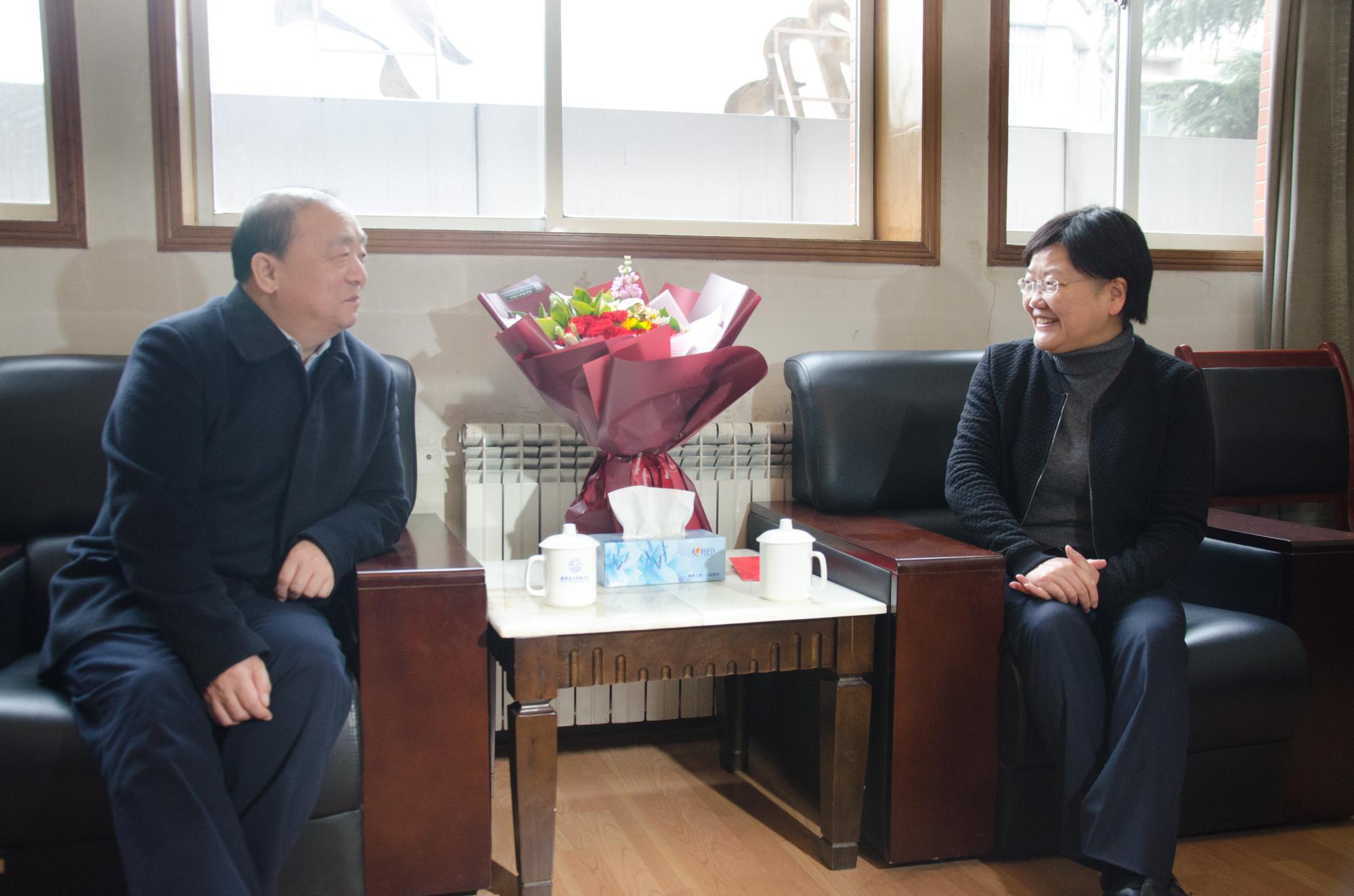 省委常委、省委组织部部长张广智看望郑晓静郝跃