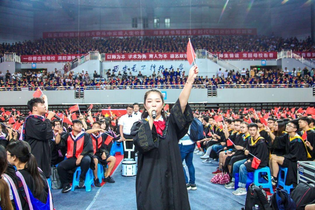 西电毕业季 8900余名师生共唱《我爱你中国》