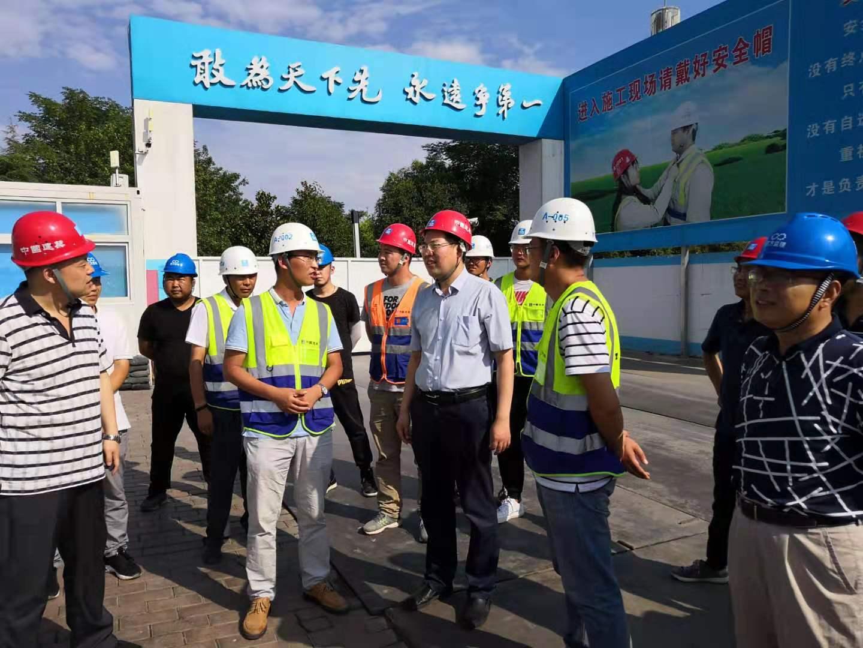 校领导检查学校在建工程并布置暑期基建工作