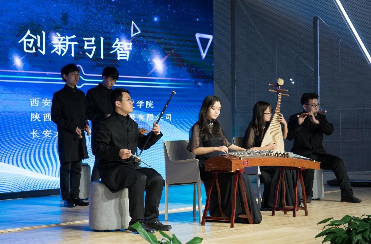 人文学院与长安大学城梦想小镇举行合作签约仪式